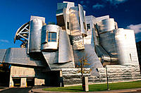 Exterior view of the Frederick R. Weisman Art Museum with the late afternoon light reflecting off of the building surface, Minneapolis. USA, Designed ...