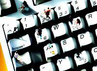 Gruppe Geschäftsleute Tastatur stehen Taste Einkauswagen Internet einkaufen