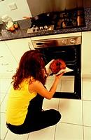 10631317, baking, oven, eggs, food, eating, woman, gas range, pastry, cake, Gugelhopf, Gugelhupf, household, budget, cooking,