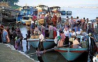 Local people arrive by boat to Mandalay riverfront from nearby villages, carrying with them food and vegetables to be sold in the markets. Mandalay, M...