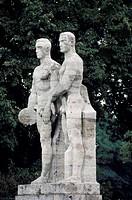 Berlin-Charlottenburg/ Figuren am Olympiastadion