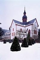 Eberbach, Zisterzienserkloster/ Klosterkirche, Blick von Südosten im Schnee