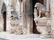 Bitteto, Kathedrale/ Westportal, Löwen