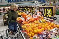 Comsumer shops in a modern food super market for food