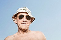 Man wearing a sunhat and sunglasses