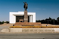 Kyrgyz National Museum, Vladimir Lenin Statue. History Museum. Bishkek. Kyrgyzstan.