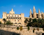 Almudaina palace (cathedral on the left). Palma de Mallorca. Majorca, Balearic Islands. Spain