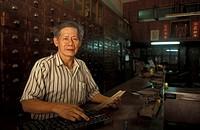 MEDICINE IN VIETNAM<BR>Chinese pharmacist.