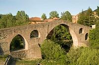 Pont Vell (14th century) and Ter River. Sant Juan de les Abadesses. Ripolles. Girona province. Catalonia. Spain