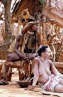 10479992, Africa, Zulu, sangoma, ritual, warrior, woman, paints, South Africa, Kwa Zulu Natal, Shakaland Kraal,