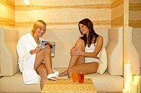 Corrugate It, silence area, women,   Relaxation  20-30 years, 30-40 years, bathrobe, underwear, Magazine, reading, looking at, together, happy, Seat g...