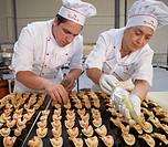 Preparing canapes (snack with prawn, salmon, potato and avocado), Divinus Catering, San Sebastian, Donostia, Gipuzkoa, Basque Country