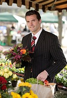 Businessman, flower-bouquet, purchase-bag, vegetables, week-market, shops, semi-portrait, series, man, 20-30 years, suit, necktie, customer, market, v...