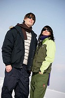 Mate, young, sun glasses, winter-clothing, snow, stand,