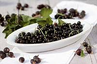 Blackcurrants in a bowl