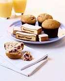 Muffins and fig slices