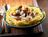 spaghetti with mussles and prawns