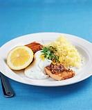 Smoked salmon with lemon sauce and potatoes