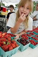 Farmer´s Market, locally grown produce, vegetable, girl, strawberry, raspberry, cherry. Purcellville. Virginia. USA.