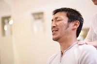 Man having a head massag