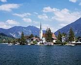 Germany, Rottach-Egern, Tegernsee Lake, Tegernsee Valley, Alps, Upper Bavaria, Bavaria, lake promenade, Saint Laurentius Church, Late Gothic, mountain...