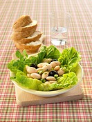 Bean salad with romaine lettuce