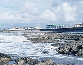 NAUTILUS, GOLF LINKS ROAD, WESTWARD HO!, DEVON, UK, GUY GREENFIELD ARCHITECTS, EXTERIOR, GENERAL VIEW OVER BEACH
