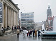 SHEFFIELD CITY HALL, BARKERS POOL, SHEFFIELD, S1, UK, PENOYRE & PRASAD ARCHITECTS, ENTERIOR, EXTERIOR WITH FOUNTAINS AND CROWD