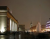 SHEFFIELD CITY HALL, BARKERS POOL, SHEFFIELD, S1, UK, PENOYRE & PRASAD ARCHITECTS, ENTERIOR, NIGHT EXTERIOR WITH TOWN HALL