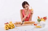 Young woman holding banana, close_up