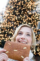 Christmas_market, woman, young, smiling, portrait, gingerbreads,