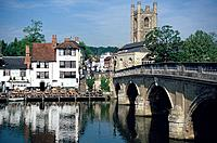 Pub on Riverbank, River Thames, Henley on Thames, Buckinghamshire, England