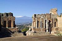 Greek Theatre Taormina Sicily Date: 28 05 2008 Ref: ZB693_114320_0181 COMPULSORY CREDIT: World Pictures/Photoshot