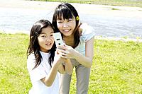 Parent and child who play with cell phone