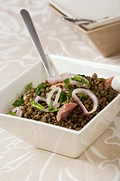 Lentil salad with ham, shallots and parsley