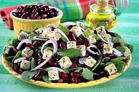 Bicolour salad and cheese Tartare with Pesto