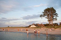 View onto the beach and a thatched house, Ahrenshoop, Fischland, Baltic Sea, Mecklenburg-Western Pomerania, Germany, Europe