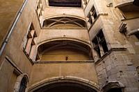 Treppentürme und Laubengänge _ sogenannte Traboules