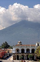 Parque Central and Agua vulcano, Antigua, Guatemala, central America