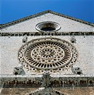 Close_up of the Rose window of Cheise Superiore in the Basilica di San Francesco, at Assisi in Umbria, Italy, Europe