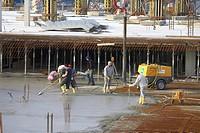 08.06.2005, Mannheim, DEU, construction worker doing concrete work underground parking SAP arena Mannheim