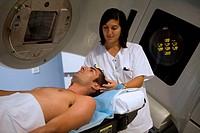 Linear accelerator, radiation therapy oncology. Hospital Universitario de Gran Canaria Doctor Negrin, Las Palmas de Gran Canaria. Canary Islands, Spai...
