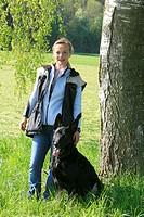 Quiero von der Bachhoehle, bi-colour German Sheperd with female dog handler