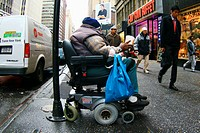 USA, New York City, Obdachlos Rollstuhl Bettler