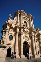 The cathedral in the Piazza del Duomo, Syracuse, Sicily, Italy, Europe