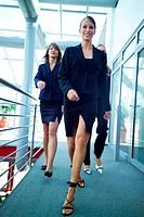 Geschäftsfrauen auf dem Flur
