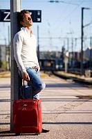 Man waiting train.