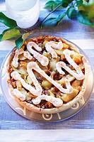 Apple tart with raisins and meringue squiggles