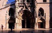 France, Rhone, Le Beaujolais, Villefranche sur Saone, façade en trompe l´oeil de la rue Grenette