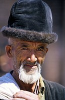 China, Xinjiang Province, Kashgar Kashi, Old city bazaar, Ouigour population, Sunday market, portrait of an old man